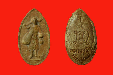Small Buddha image or Amulet of thailand, Sivali monk, Amulet from Luang poo toh , Wat Praduchimplee , Bangkok Province, Thailand on red background Standard-Bild