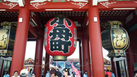 TOKYO, JAPAN - MAY 10 : Giant sacred red lantern or Chochin at Sensoji temple (Asakusa temple) the famous and oldest temple in Tokyo on May 10 , 2019 in Tokyo, Japan