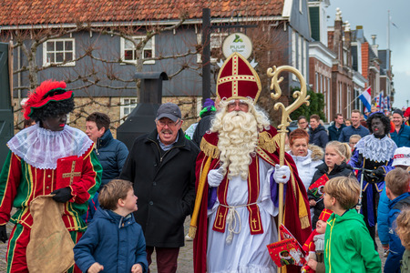 Woudsend, The Netherlands - november 18 2017: The arrival of Saint Nicholas and black Pete makes children very happy. The family celebration is held annually on 5 December. Redactioneel