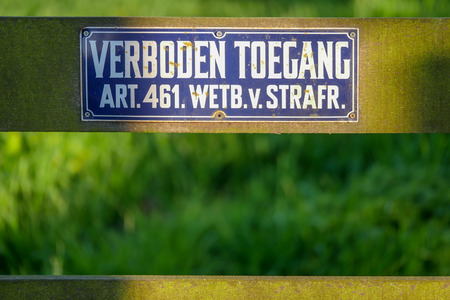 Sign with the Dutch text verboden toegang (prohibited entry) and the reference to the article in the Criminal Code