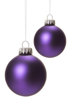 purple christmas balls isolated hanging  Standard-Bild