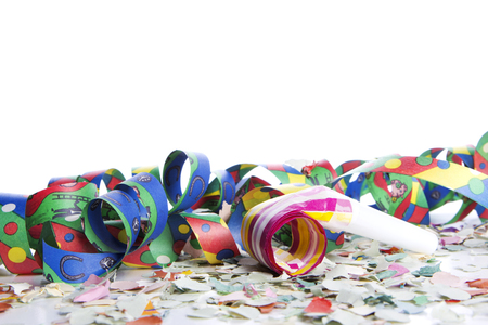 mascara de carnaval: serpentinas y confeti como decoración