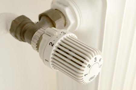 heating element on a wall to adjust Standard-Bild