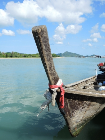 long tailed boat: long-tailed boat