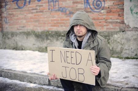 portret van een werkloze man op zoek naar een baan