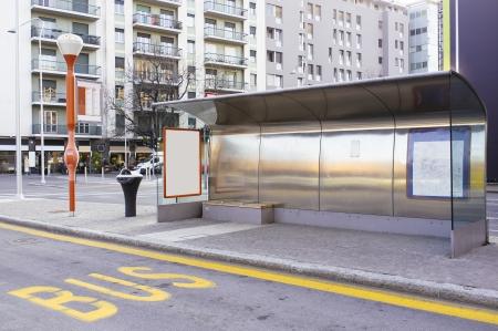 halte van de stadsbus op straat