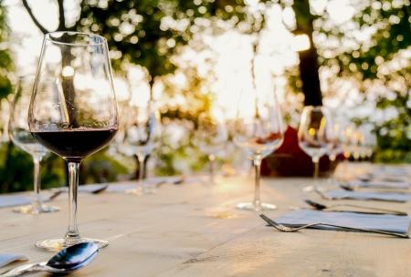 wineglasses on a table outdoor Standard-Bild