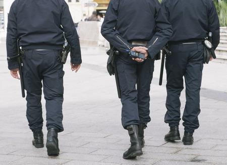 Polizeistreife in der Stadtstraße Schutz