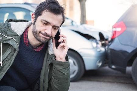 Man calling first aid after car crash accident Standard-Bild