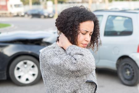 Gewonde vrouw slecht gevoel na een auto-ongeluk