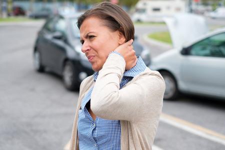 Kobiety uczucia ból po wypadku samochodowym w mieście