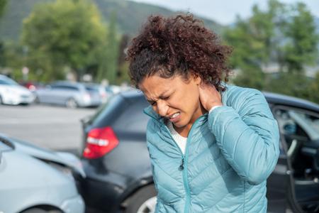 Pijnlijke whiplash na auto-ongeluk Fender Bender Stockfoto