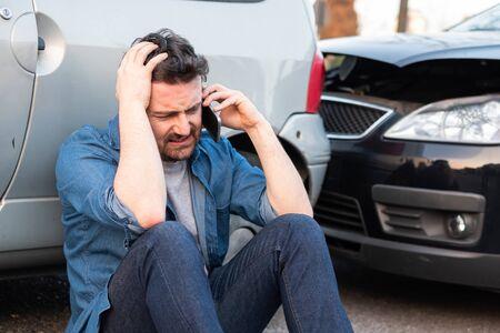 Man calling roadside service after car crash Foto de archivo