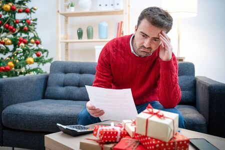 Man tapped out and without money for christmas gifts Standard-Bild