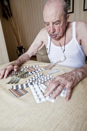 elder man with pills Stock fotó