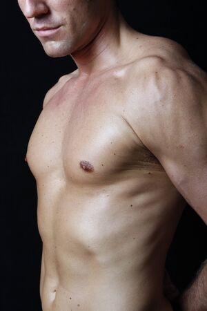 male arm: Muscular torso masculino sobre fondo negro Foto de archivo