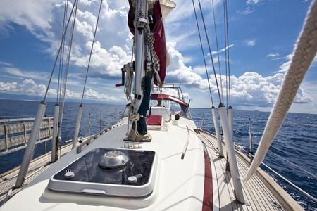 bateau voile: bateau à voile à partir de la photo à bord