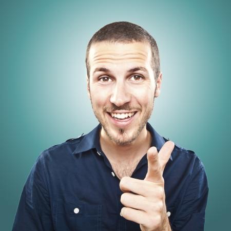 uomo felice: Ritratto di felice manpointing giovane di te Archivio Fotografico