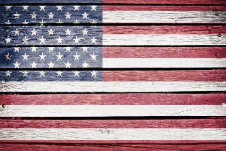 USA, amerikanische Flagge auf alten Holzbrett Hintergrund gemalt