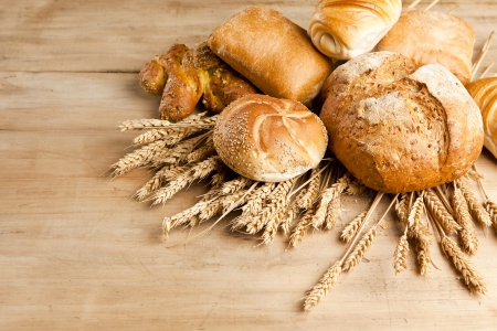 assortment of fresh baked bread on wood table Stockfoto
