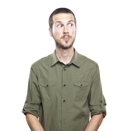 portret van een jonge mooie man verraste gezichtsuitdrukking