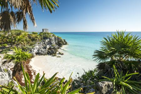 cultura maya: Ruinas mayas de Tulum en el mar en México Yucatán