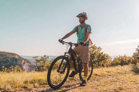 Man riding his mountain bike outdoor in nature Standard-Bild
