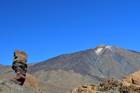 View of Roque Cinchado with Mount Teide in the background Imagens