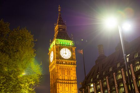 Night photo of Big Ben in London 版權商用圖片