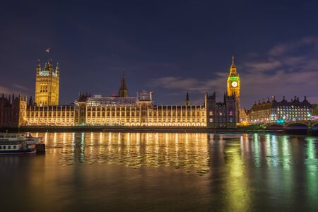 Night photo of the Houses of parliament in London