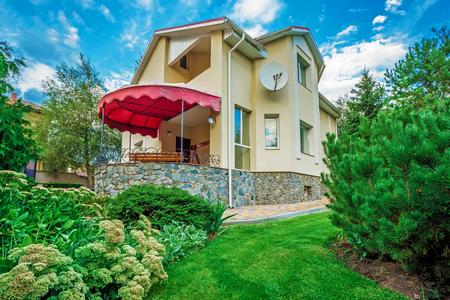 suburban neighborhood: Horizontal view of single-family home Stock Photo