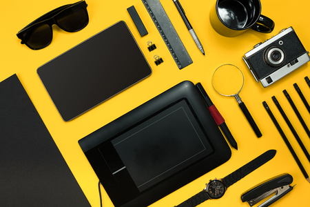 place to learn: Workplace with office items and business elements on a desk. Con