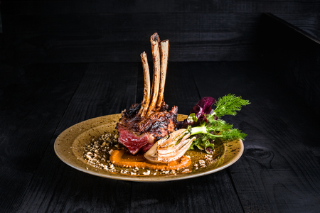Gourmet Main Entree Course Grilled rack of lamb 版權商用圖片 - 78571416