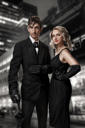 Man and woman secret agents and spies. Film noir. Retro style fashion portraits against the backdrop of the night city. Vintage Hollywood style. 스톡 콘텐츠