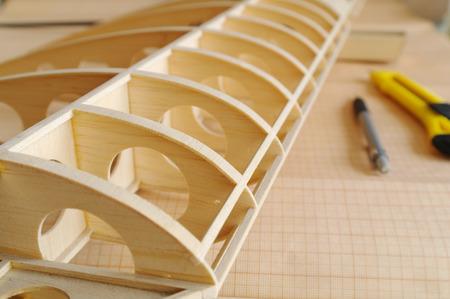 balsa: onvoltooide RC vliegtuig model