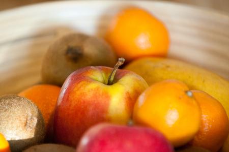 Fruitschaal met een selectie van gezonde biologisch fruit