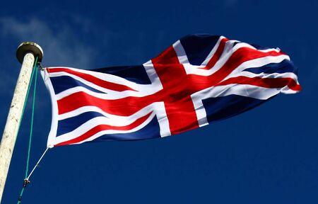 arrogancia: Bandera de Unio en un d�a ventoso.