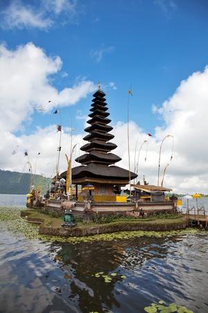 pura: Pura Ulun Danu temple on lake, Bali Indonesia