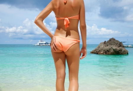 niñas en bikini: Sexy Back en la playa de Boracay, Filipinas