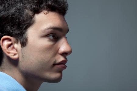 Portret close-up van een jonge man