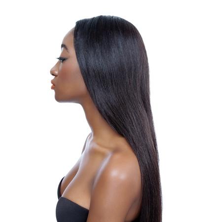cabello: Belleza joven africana con el pelo largo y brillante