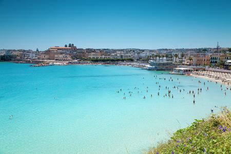 Puglia 지역 이탈리아에서 아름 다운 해변과 오트 란 토 마을