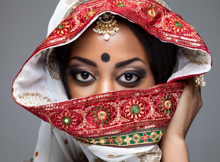 femmes muslim: Exotic Indian mari�e habill�e pour la c�r�monie de mariage