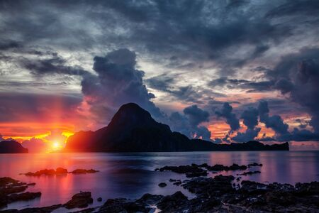 palawan: Stunning sunset scenery in beautiful El Nido, Philippines