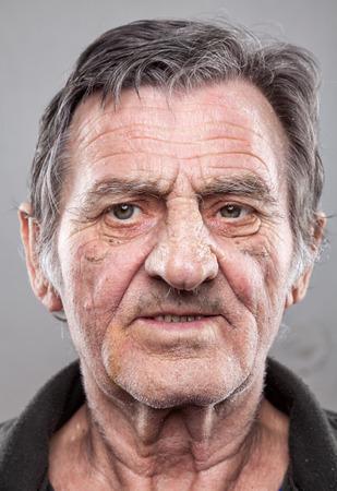 volti: Primo piano portriat di un uomo anziano Archivio Fotografico