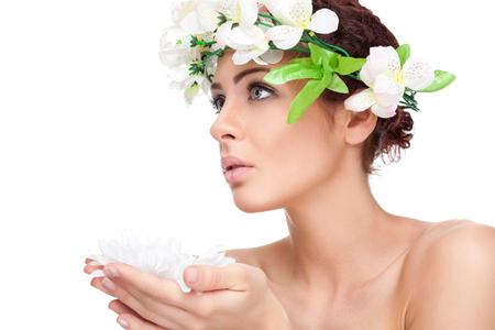 frescura: Belleza joven con la piel perfecta en blanco