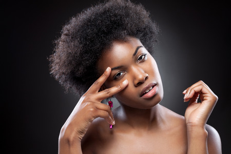 natural face: Young black beauty with afro hairstyle