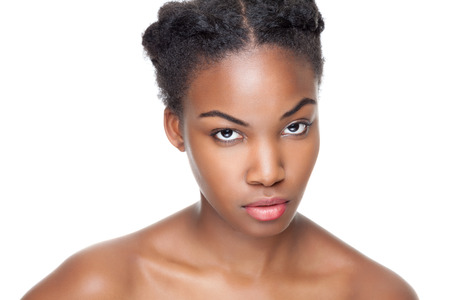 완벽 한 피부와 짧은 머리와 검은 아름다움