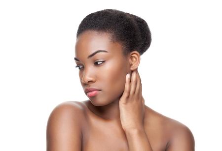 cabello negro: Negro belleza con la piel perfecta y el pelo corto