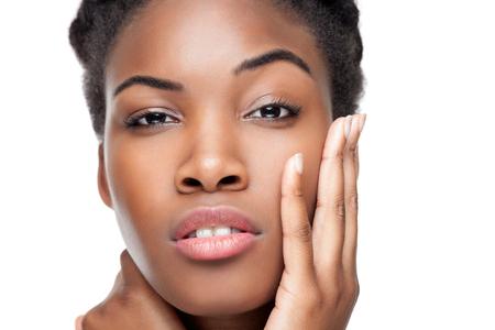 cabello corto: Negro belleza con la piel perfecta y el pelo corto